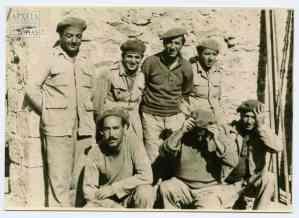 """Καθαιρεμένοι αξιωματικοί στο """"Σύρμα"""" του Α' Τάγματος Σκαπανέων, 1949"""
