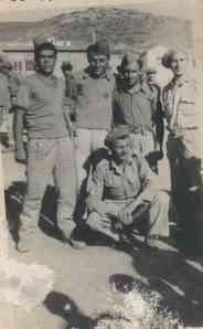 Ο Κ. Κουσκούνης με συγκρατούμενούς του