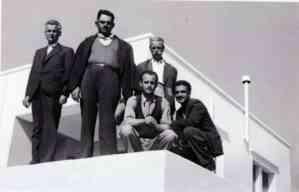 Ο Αθανάσιος Γρηγορόπουλος με συγκρατούμενούς του